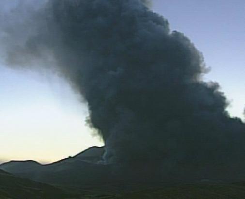 Извержение вулкана в Японии 23 октября 2015