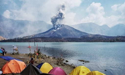 Извержение вулкана на острове Ломбок 04 ноября 2015
