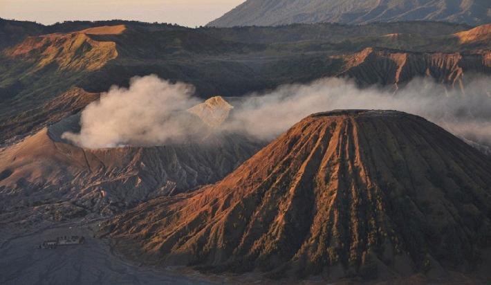Активность вулкана на острове Ява  13 ноября 2015