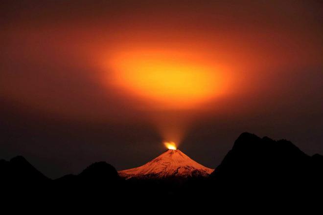 Извержение вулкана в Чили 05 апреля 2016