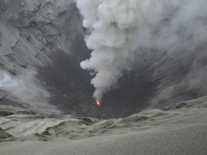 Активность вулкана в Индонезии 22 марта 2016