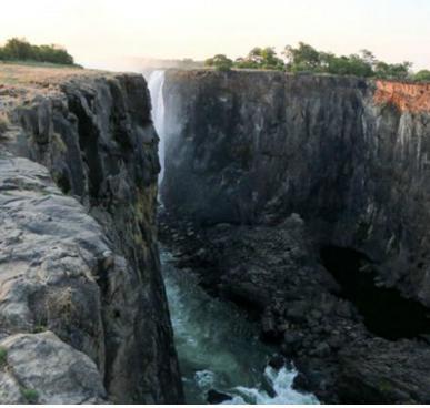 Уменьшение воды в водопаде Виктория 17 декабря 2015
