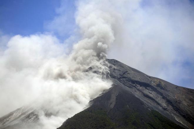 Извержение вулкана в Гватемале 07 октября 2015