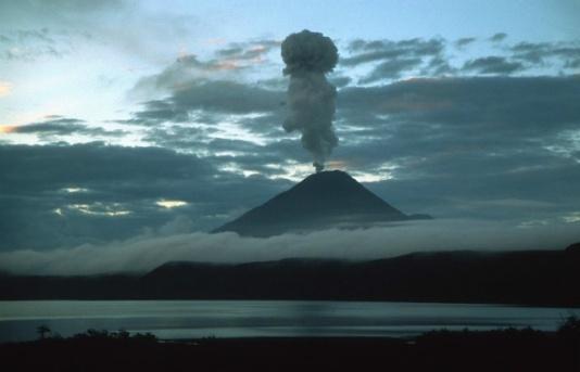 Извержение вулкана на Камчатке 16 ноября 2015