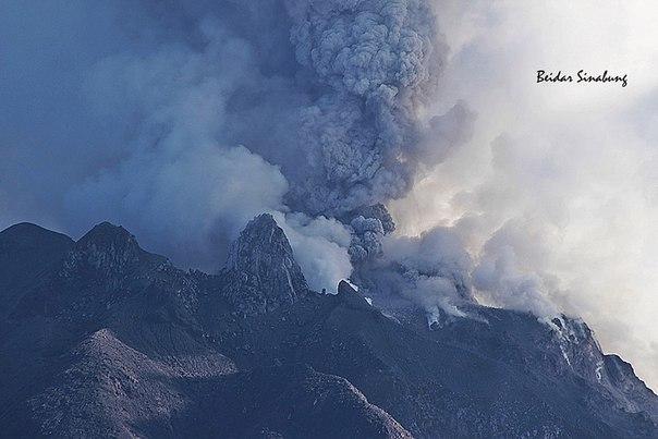 Извержение вулкана в Индонезии 14 апреля 2016
