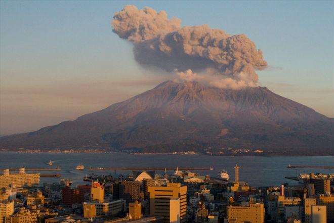 Извержение вулкана Сакурадзима, май 2015, Япония