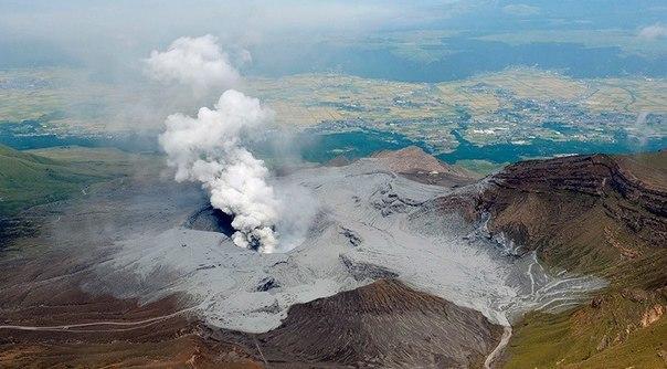 Извержение вулкана в Японии 15 апреля 2016