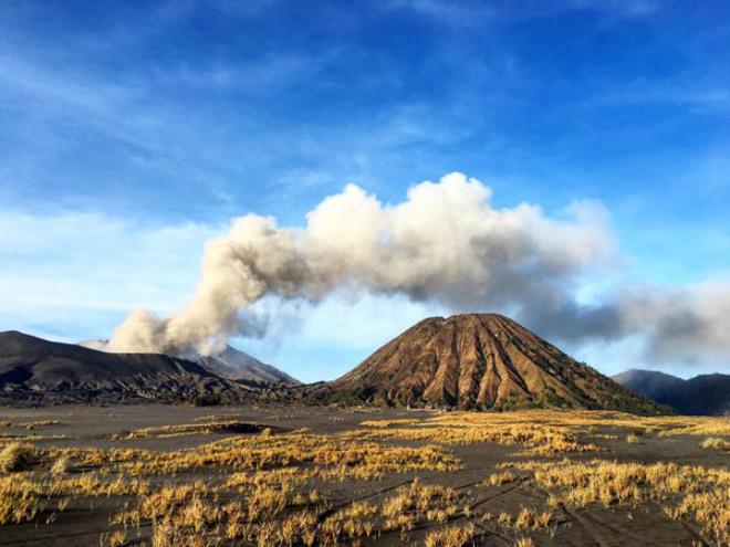 Извержение вулкана в Индонезии 07 декабря 2015