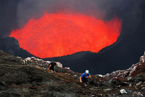 Предупреждение об активности вулкана Амбрим