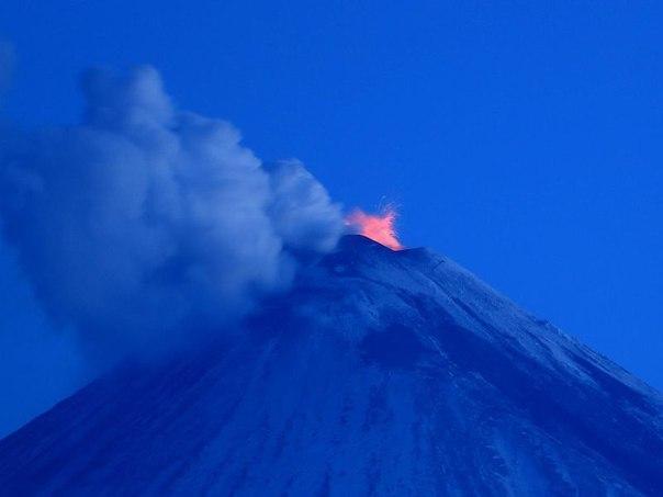 Извержение вулкана на Камчатке 09 апреля 2016
