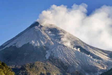 Повышение активности вулканов в Индонезии 10 марта 2016