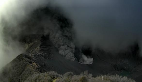 Извержение вулкана в Коста-Рике 07 декабря 2015