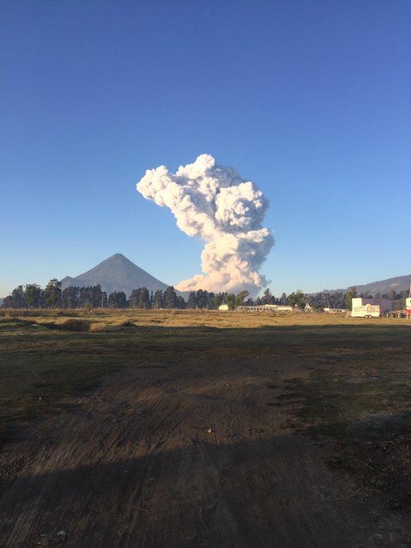 Извержение вулкана в Гватемале 11 апреля 2016