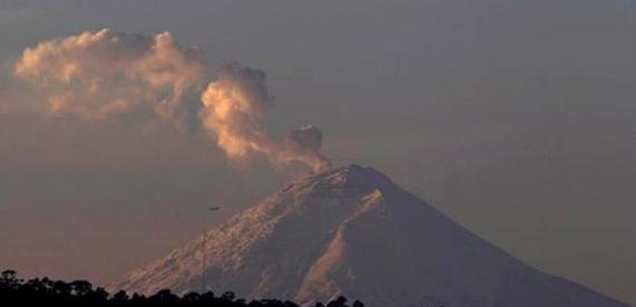 Активность вулкана на Эквадоре не прекращается 10 ноября 2015