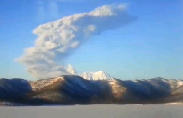Извержение вулкана на Камчатке 18 января 2016