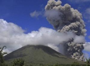 Извержение вулкана в Индонезии 29 августа 2015