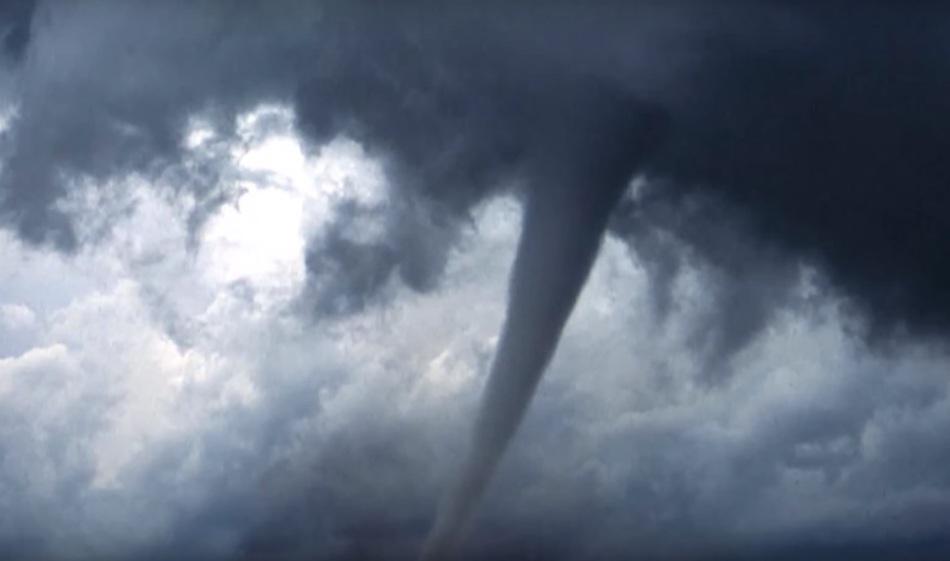 Торнадо в Калифорнии 15 ноября 2015