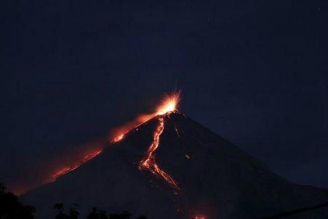 Извержение вулкана в Гватемале 03 января 2016