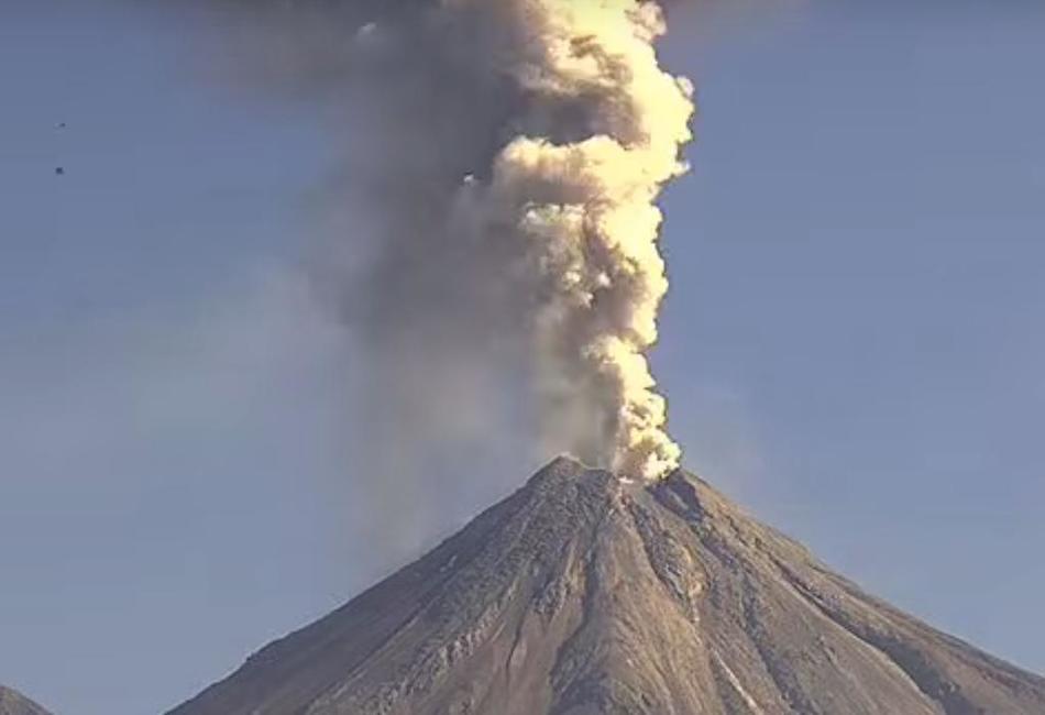 Извержение вулкана в Мексике 20 октября 2015