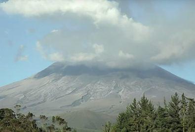 Извержение вулкана в Эквадоре 9 октября 2015