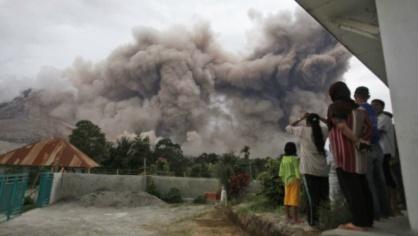 Извержение вулкана на Суматре 20 октября 2015