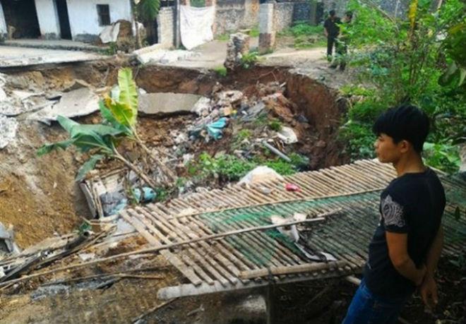 Провал грунта во Вьетнаме 02 апреля 2016