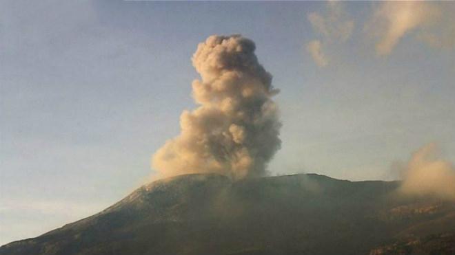 Колумбийский вулкан Невадо-дель-Руис продолжает проявлять активность