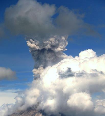 Извержение вулкана в Индонезии 17 января 2016