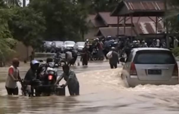 Наводнение на Суматре 24 ноября 2015