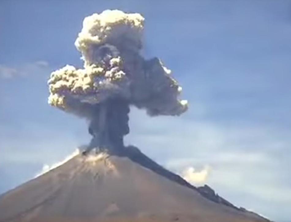 Извержение вулкана в Мексике 07 октября 2015