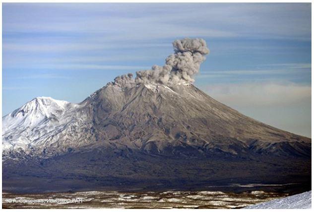 Извержение вулканов  Жупановского  и Карымского 9 июня 2015