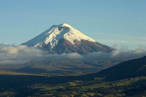 Активность вулкана Котопахи 3 июня 2015 года