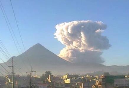 Извержение вулкана в Гватемале 01 декабря 2015