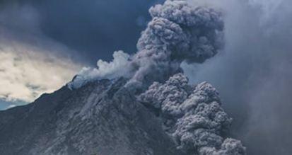 Извержение вулкана Синабург на Суматре 30 июля 2015