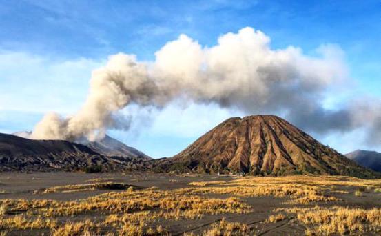 Извержение вулкана в Индонезии 27 января 2016