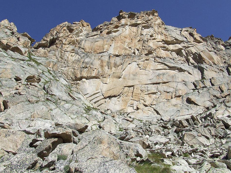 Выявлена одна из причин разрушения скал 01 апреля 2016