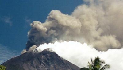 Извержение вулкана в Папуа-Новая Гвинея 31 августа 2015