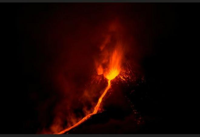 Извержение вулкана в Италии 11 декабря 2015