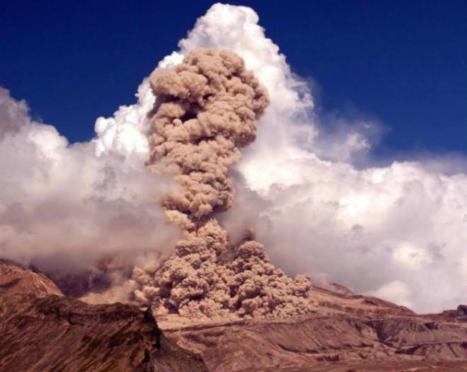 Извержение вулкана на Камчатке 24 марта 2016