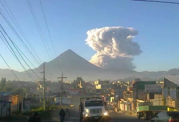Извержение вулкана в Гватемале 30 марта 2016