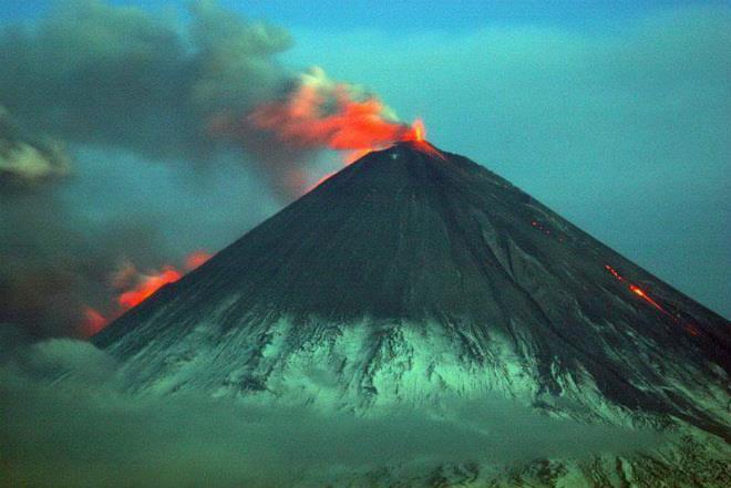 Извержение вулкана на Камчатке 03 апреля 2016