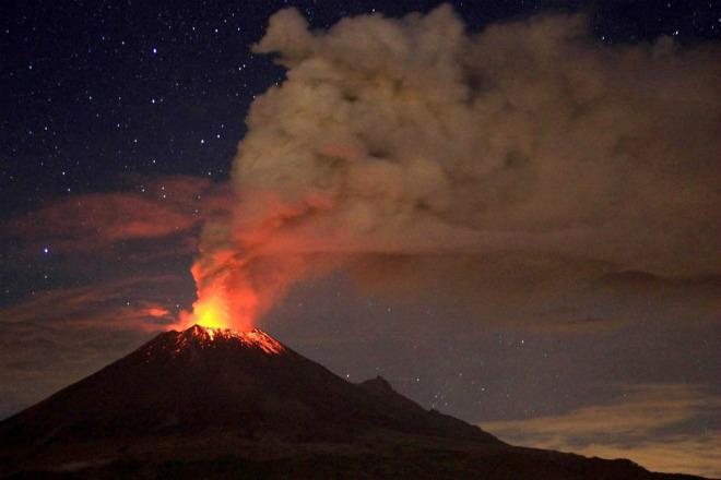 Извержение вулкана в Мексике 25 января 2016