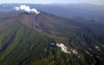 Извержение вулкана Ревентадор в Эквадоре