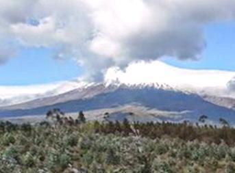 Извержение вулкана в Эквадоре 15 августа 2015