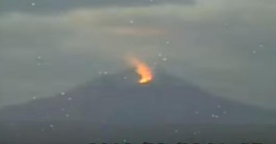 Извержение вулкана в Японии 01 марта 2016