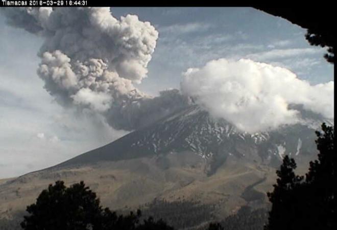 Извержение вулкана в Мексике 29 марта 2016