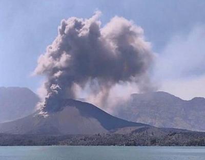 Извержение вулкана на острове Ломбок 25 октября 2015