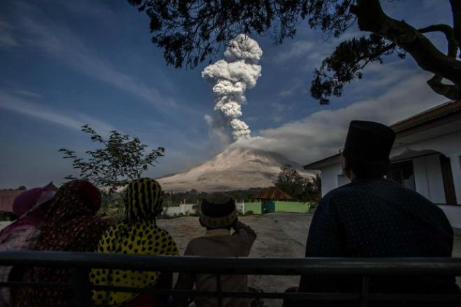 Извержение вулкана в Индонезии 29 марта 2016